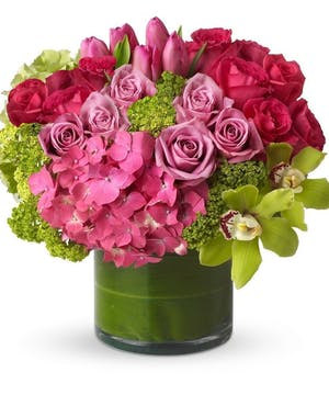 hydrangea and roses flower arrangement