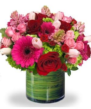 Romantic Pink Flower Arrangement of Roses