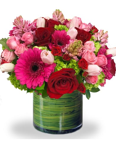 Romantic Pink Flower Arrangement of Roses