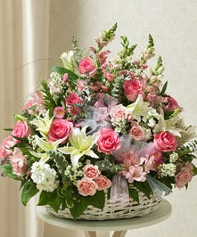 An elegant design of mixed dutch flowers